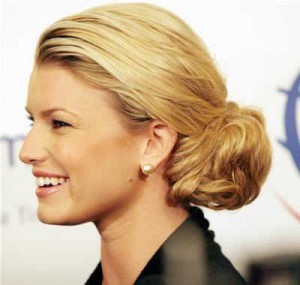 jessica simpsor low ponytail