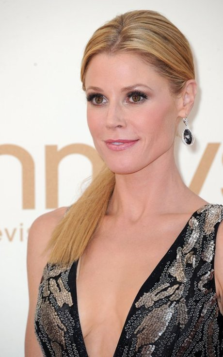 julie bowen emmys, julie bowen emmys hair, julie bowen hair, julie bowen hair style, celebrity hair styles, emmys hair styles