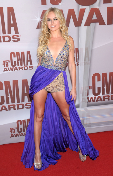 lauren bell bundy, lauren bell bundy CMAs, lauren bell bundy hair