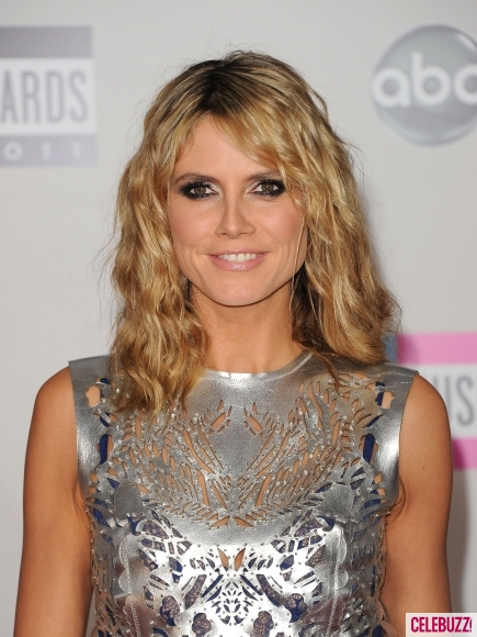 Heidi-Klum-at-the-2011-American-Music-Awards-6-435x580