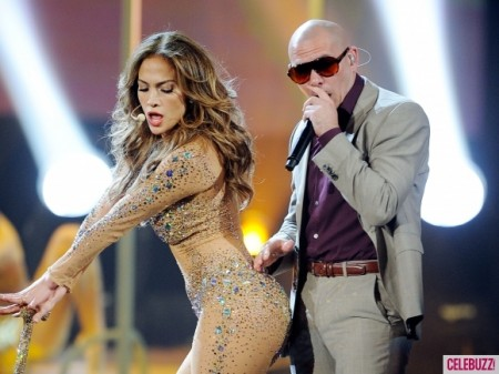 Jennifer-Lopez-Performs-at-American-Music-Awards-1-580x435