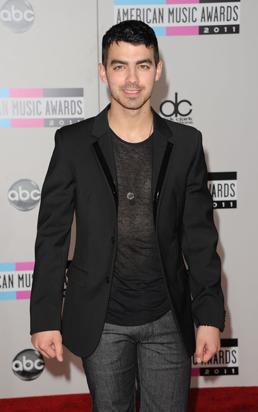 Joe+Jonas+2011+American+Music+Awards+Arrivals+08QaBtn-Rahl