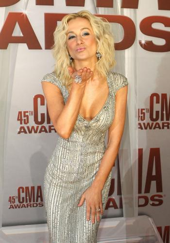 kellie pickler, kellie pickler hair, kellie pickler CMA awards hair