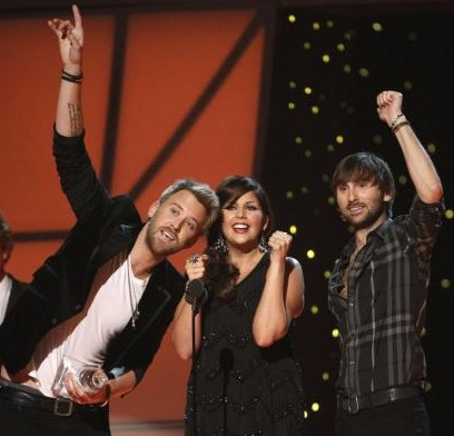 Lady-Antebelleum-wins-Vocal-Group-of-the-Year-at-the-2011-CMA-Awards-in-Nashville_12