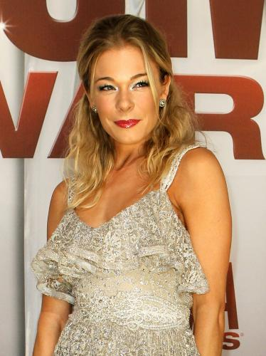 LeAnn-Rimes-at-the-2011-CMA-Awards-in-Nashville_5