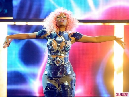 Nicki-Minaj-Performs-at-the-2011-American-Music-Awards-10-580x435