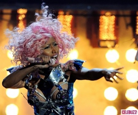 Nicki-Minaj-Performs-at-the-2011-American-Music-Awards-580x435