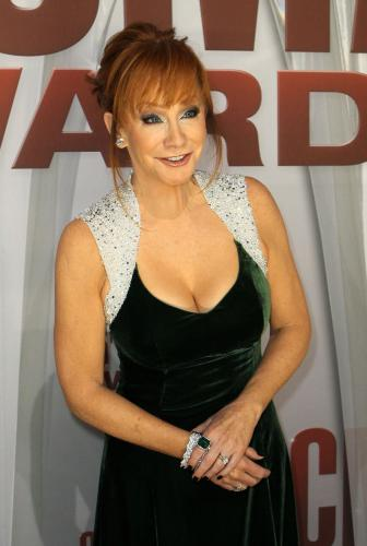 Reba-McEntire-at-the-2011-CMA-Awards-in-Nashville_4