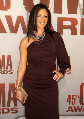 Sara-Evans-at-the-2011-CMA-Awards-in-Nashville_18
