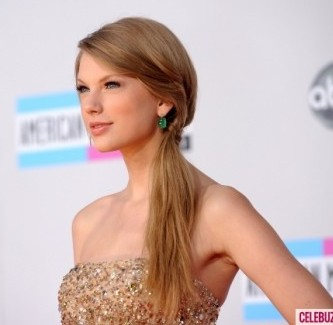 Taylor-Swift-American-Music-Awards-580x435