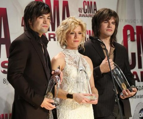 the band perry, the band perry CMA awards, the band perry hair style