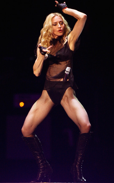 Madonna+Kicks+Off+Sticky+Sweet+Tour+Cardiff+vo3p48-Cp_Al