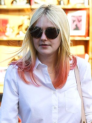 dakota fanning, dakota fanning hair,dakota fanning pink hair, dakota fanning dip dyed