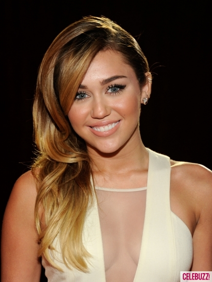 miley cyrus, miley cyrus hair, miley cyrus hair style, miley cyrus peoples choice awards 2012