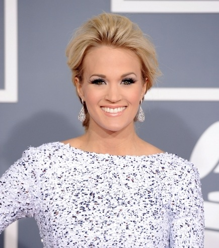 Carrie Underwood, Carrie Underwood hair, Carrie Underwood hairstyle, Carrie Underwood grammy awards, 2012 grammys