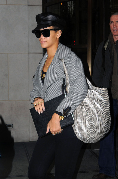 Rihanna, Rihanna hair disaster, Rihanna hair,Rihanna hairstyle