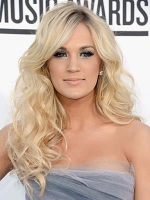 Carrie Underwood hair, hairstyle, celebrity hair styles, blond locks, blonde locks