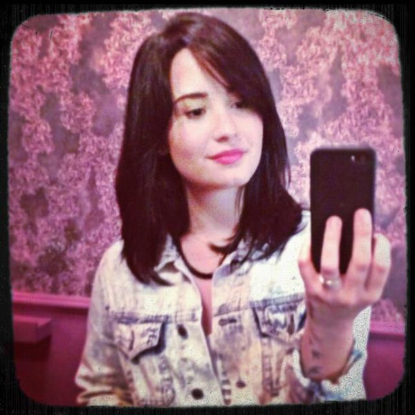 demi lovato, short hair, new hair
