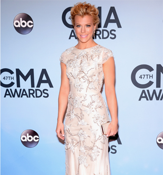 Kimberly Perry's Wavy Up-Do!