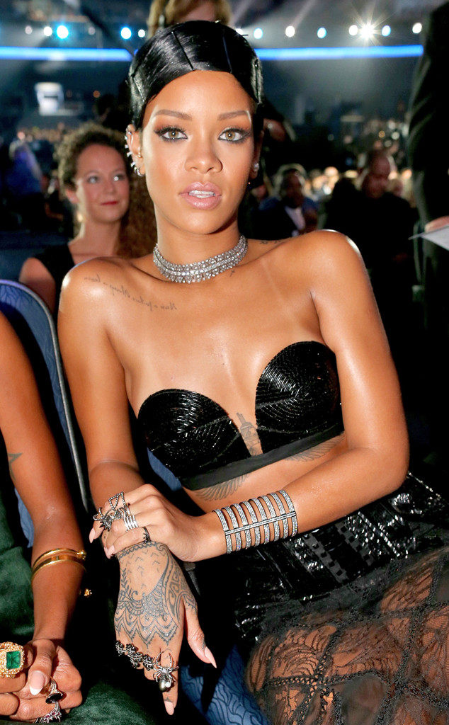 Rhianna's slicked back AMA look!