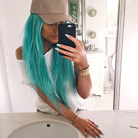 kylie jenner, kylie jenner aqua hair, kylie jenner hair, kylie jenner style, kylie jenner hair stylie, kardashian hair, keeping up with the kardashians, aqua hair, colorful hair
